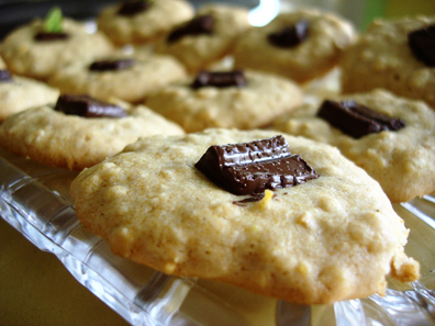 Honey-sweetened chocolate thumbprint cookies_closeup